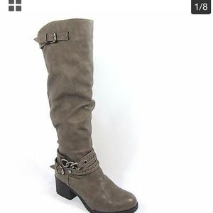 Carlos Santana Cassie boots w buckle and chain